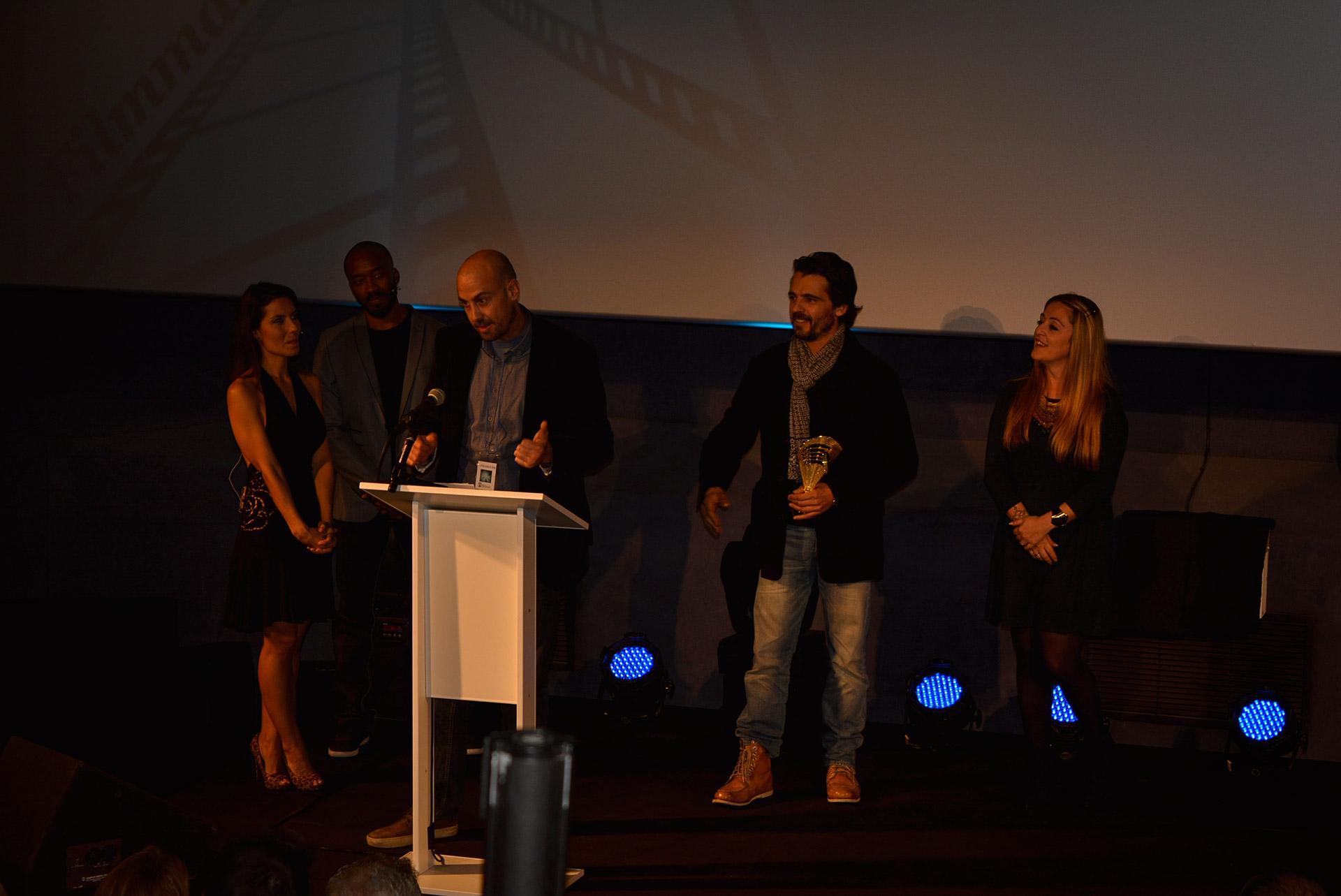 Ganadores retirando premios en el I Filmmaker International Film Festival - Cine Teatro Goya www.arianasoffici.com
