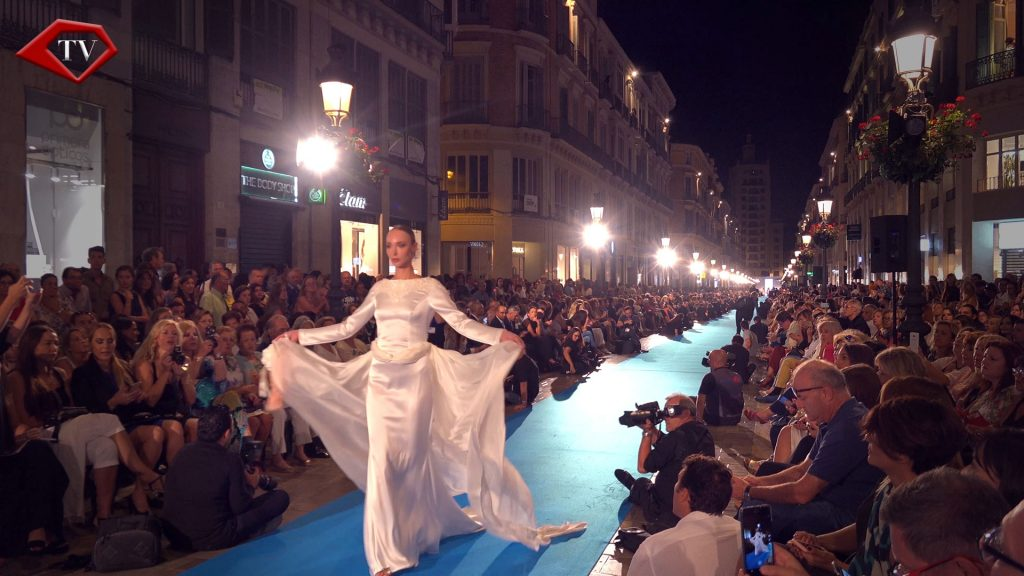 Pasarela Larios is the longest catwalk in the world www.arianasoffici.com