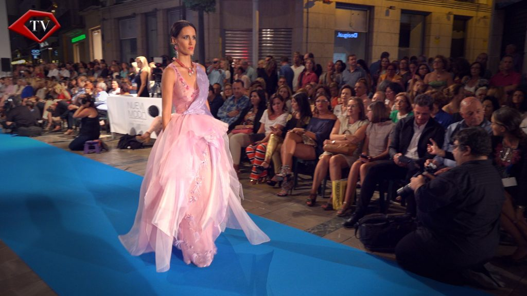 Rose Capital City by Asunción Retamero en Malaga Fashion Week www.arianasoffici.com