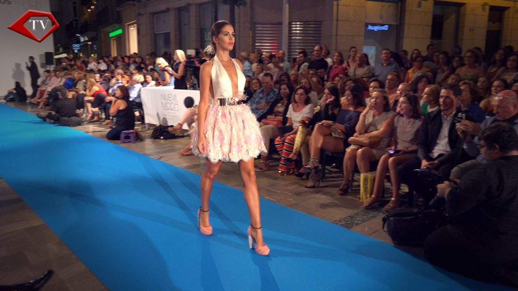 Crystal Strawberry and Cream by Asunción Retamero en Malaga Fashion Week www.arianasoffici.com